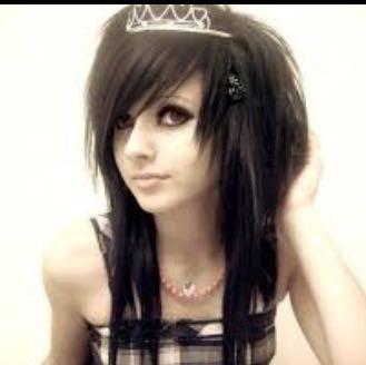 Sie hat die Haare oben so fluffig. Sind ihre Haare so dick? - (Haare, Frisur, Emo)