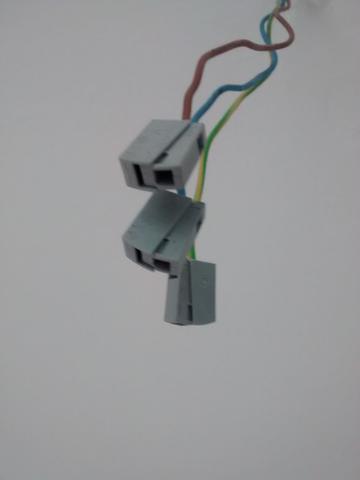 entfernen der klemme am kabel f r deckenlampe handwerk lampe anschliesen elektro. Black Bedroom Furniture Sets. Home Design Ideas