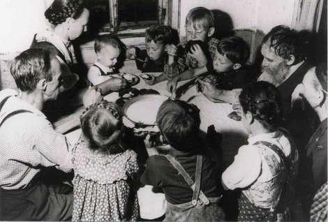 bauernfamilie vor 60 Jahren - (Ernährung, Familie, früher und heute)