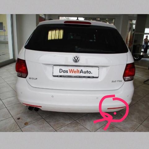 Weiße Klappe, befindlich über dem Rosa Punkt.  - (Auto, VW, Golf)