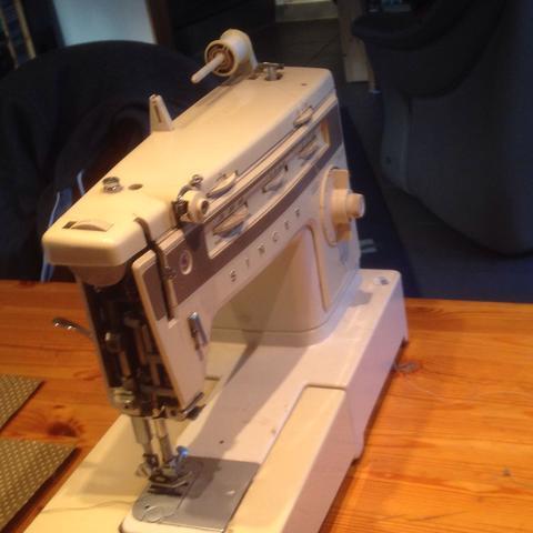 Bild 4 - (Maschine, Nähmaschine, Faden)