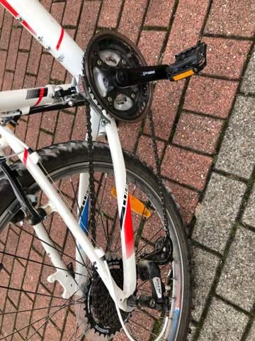 Fahrrad macht Geräusche nachdem Kette eingehangen worden ist?