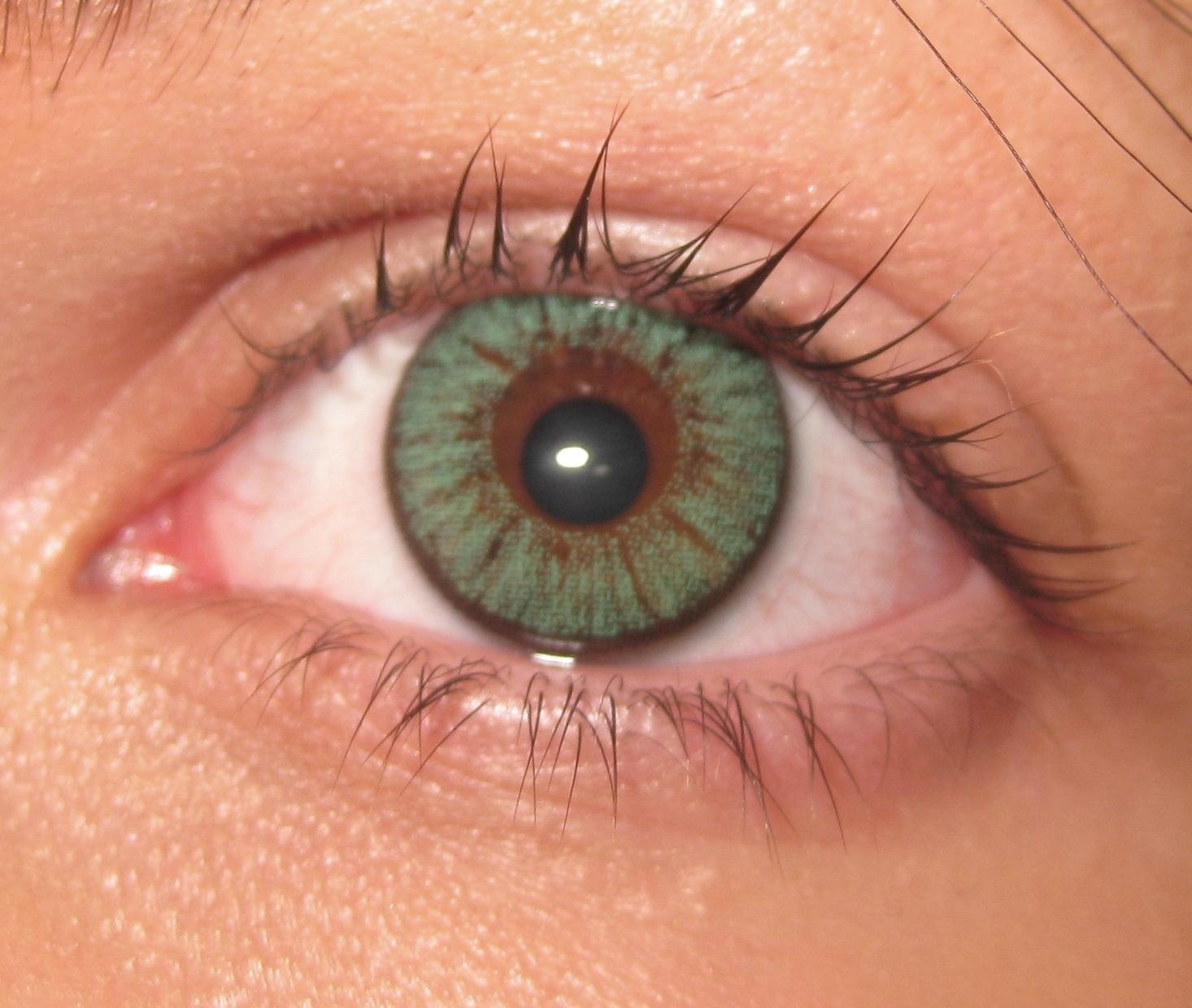 Farbige Kontaktlinse rutscht? (Gesundheit und Medizin, Augen ...