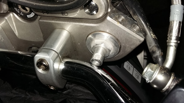 Stellschrauben der Telegabel schlagen am Lenker an - (Motorrad, Suzuki)