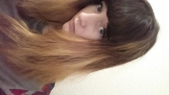 Auf dem bild sind die flecken und die farbe nicht so gut zu erkennen aber grob - (Haare, Friseur, färben)