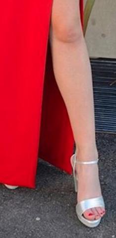 Findet ihr die Füße auf dem Bild schön?