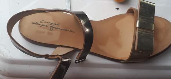 Findet ihr die Sandalen kindlich?