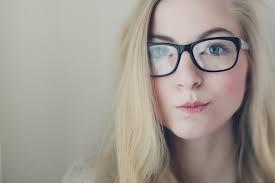 Frau brille nackt foto 94