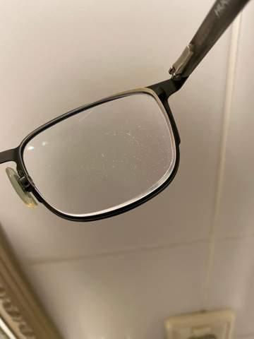 Flecken auf Brillenglas die nicht weg gehen?