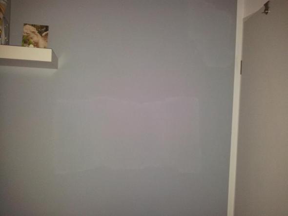 Flecken in frisch gestrichener Wand (Maler, renovieren, Wandfarbe)