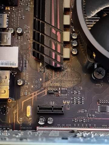 Flüssigkeit MSI Mainboard Kondensator giftig?