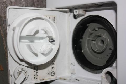 - (Waschmaschine, Flusensieb)