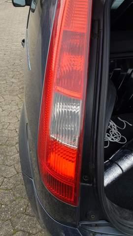 Ford Fiesta Rücklicht rote Verkleidung?