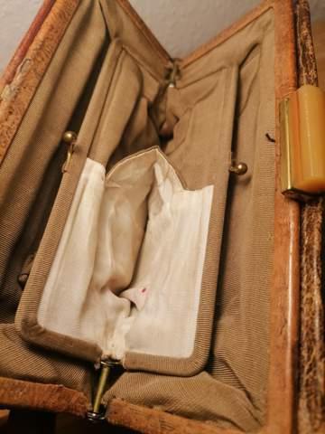Frage an Geschichts-/Mode-/Kunstgeschichtsinteressierte: Was ist das für eine Tasche?