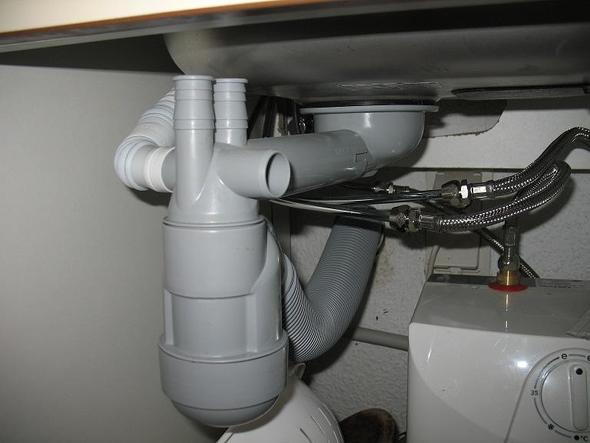 frage zum anschluss meiner neuen waschmaschine k che abwasser. Black Bedroom Furniture Sets. Home Design Ideas
