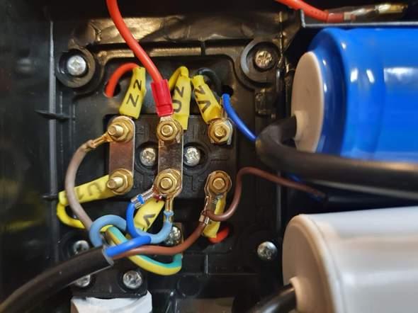 Frequenzumrichter an Motor anschließen, wie geht das genau?