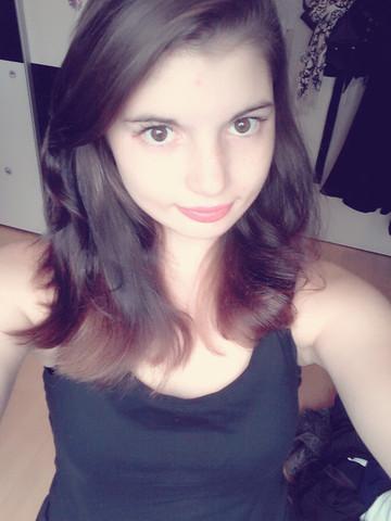 Das bin Ich! Das Foto ist sehr aktuell und bitte keinen Beleidigungen! ^^  - (Haare, Frisur, Ideen)
