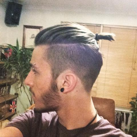 Frisur eine seite kurz andere lang manner