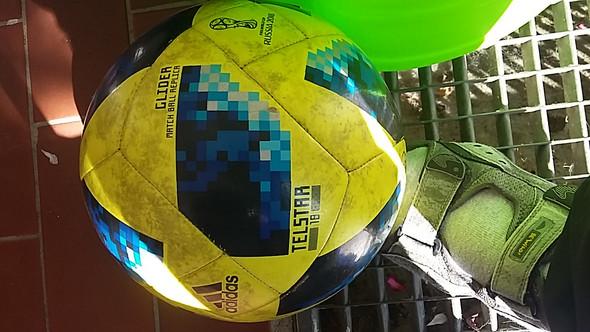 - (Fußball, Ball, Version)