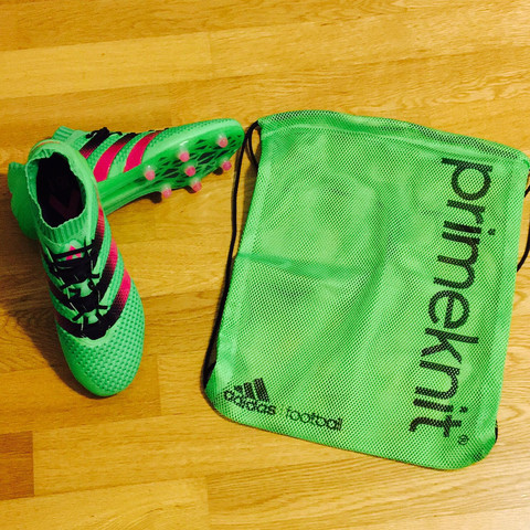 <--- Das sind die Schuhe. - (Sport, Fußball, Wetter)