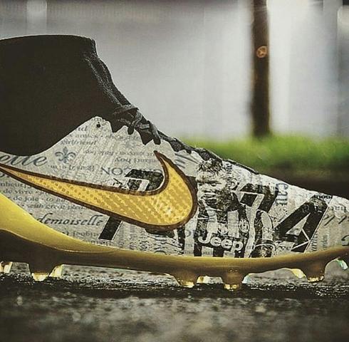Hier die Schuhe - (Sport, Fußball)