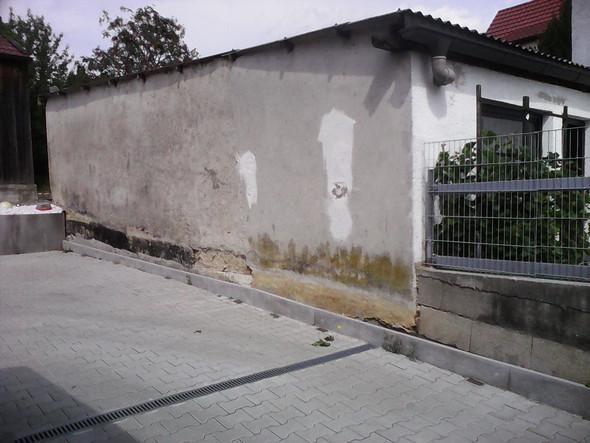 Meine Einfahrt, Mit Nachbars Gebäude   (Sanierung, Einfahrt, Steinwand)