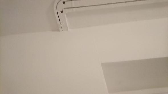 gardinen ohne stange bild in den kommis fenster. Black Bedroom Furniture Sets. Home Design Ideas