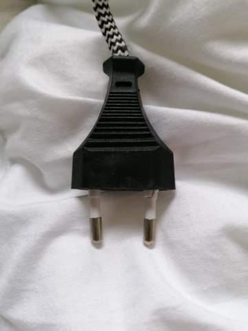 Gebogener Stromstecker (Lampe)  zurückbiegen?