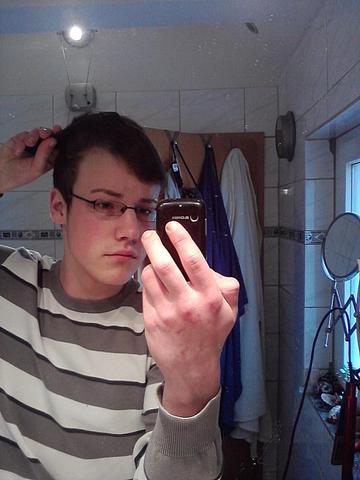 links - (Haare, Körper, Aussehen)