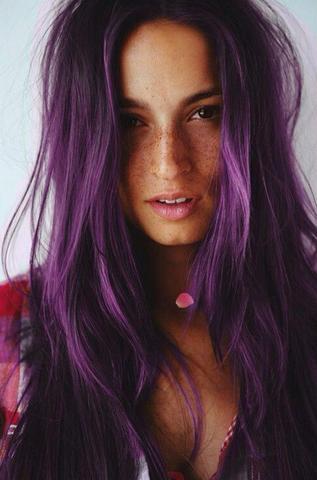 Haarfarbe braun violett