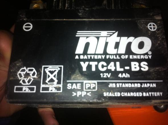 Batterie - (Motorrad, Laden, Säure)