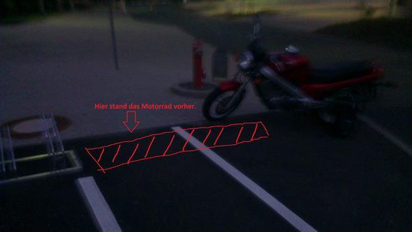 Das Motorrad stand vorher direkt neben dem Fahrrad Ständer. - (Recht, Arbeit, Gesetz)