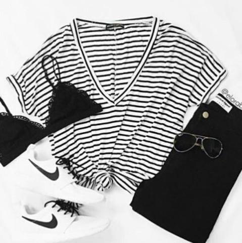 Oversized T-shirt mit v-ausschnitt - (Mode, T-Shirt)