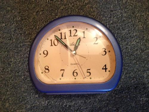 Wecker der gesucht wird - (Uhr, Uhrzeit, Wecker)