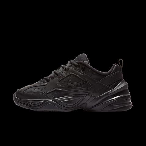 gibt es den Nike m2k tekno in komplett schwarz?