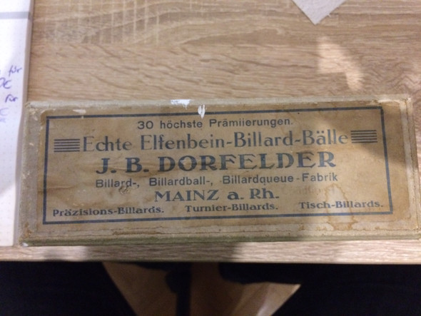 gibt es die frima j b dorfelder mainz a rh noch was sind elfenbein billard b lle wert firma. Black Bedroom Furniture Sets. Home Design Ideas