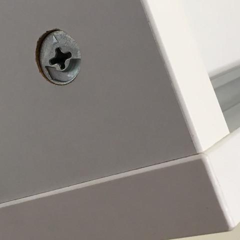 gibt es f r diese ikea schrauben runde und wei e abdeckkappen wei kappe abdeckung. Black Bedroom Furniture Sets. Home Design Ideas