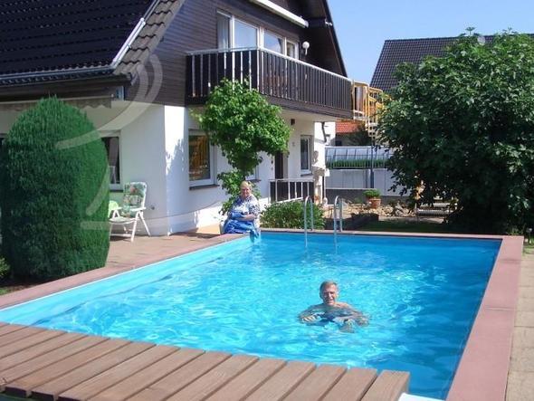 gibt es in deutschland h user mit einem pool ungef hr h user wie. Black Bedroom Furniture Sets. Home Design Ideas