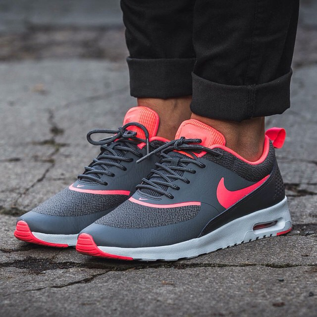 gibt es noch nike air max thea in grau pink fashion. Black Bedroom Furniture Sets. Home Design Ideas