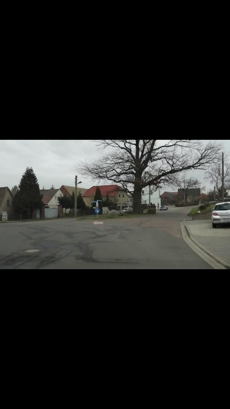 Gilt hier rechts vor links (Fahrschule) (Bild)? (Auto