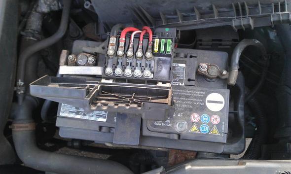 golf 4 plastik teil auf der batterie auto autos audio