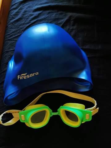 Grün-gelbe Schwimmbrille zu blauer Badekappe?