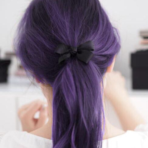 Lila Haare  - (Haare, Friseur, Haarfarbe)