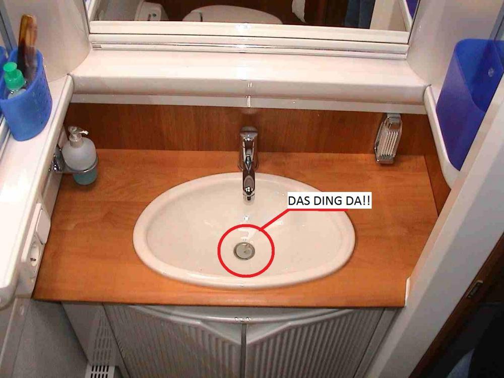 haare im waschbecken entfernen hygiene putzen reinigen. Black Bedroom Furniture Sets. Home Design Ideas