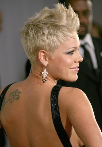 Frisuren Von Pink | Haare Stylen So Wie Auf Dem Foto Wie Styling Pink