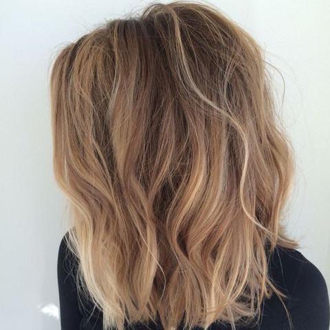 Haare von braun auf blond geht das - Beliebte Frisuren 2020
