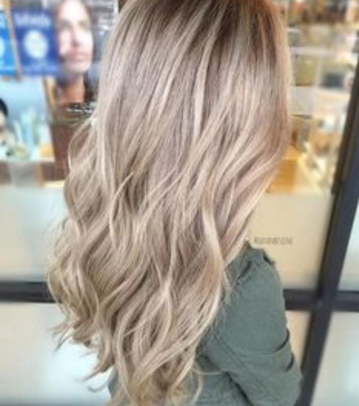 Haare von Schwarz zu Blond Färben lassen (Friseur)?