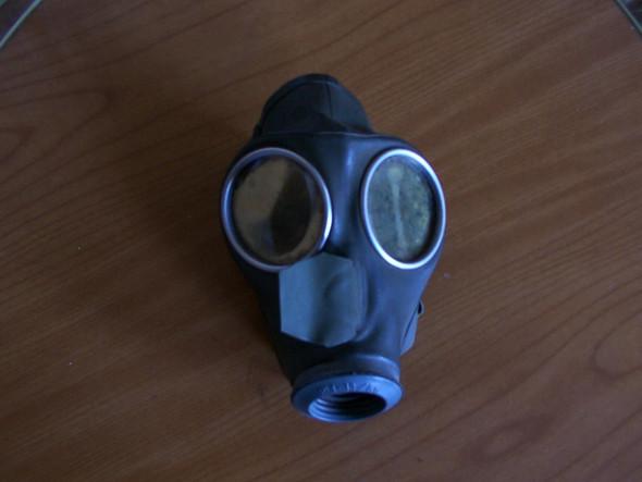 Habe noch Gasmaske aus dem 2. Weltkrieg. Stehen auf solche Masken Sadomaschinisten und was könnte ich dafür kriegen Siehe Foto?
