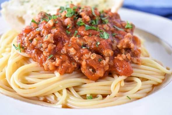 Habt ihr schon einmal harte Spaghetti auseinandergebrochen?