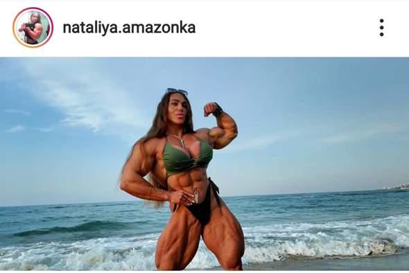 - (Frauen, Fitness, Muskelpack)